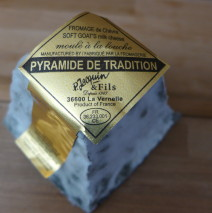 P. Jacquin & Fils: Pyramide de Tradition Valencay Aged Goat Cheese